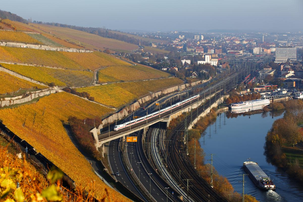 Marcel GSAENGER, Germany / ICE train running through Wuerzburg's autumnal vineyards